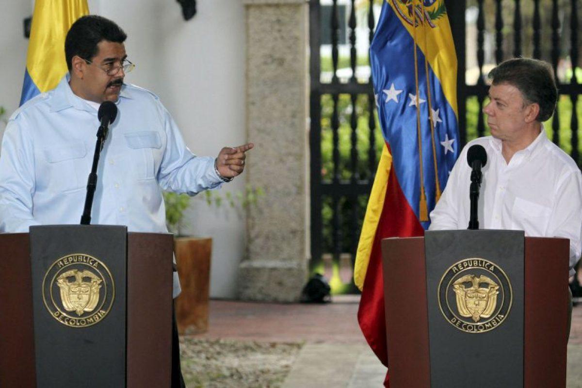 """""""Miren esta figura que les apareció a los trabajadores. Un rostro, ¿quién está en ese rostro? Una mirada, es la mirada de la patria que está en todos lados, inclusive en fenómenos que no tienen explicación"""", aseguró dando a entender que se trataba del rostros del fenecido Hugo Chávez. Foto:Getty Images. Imagen Por:"""