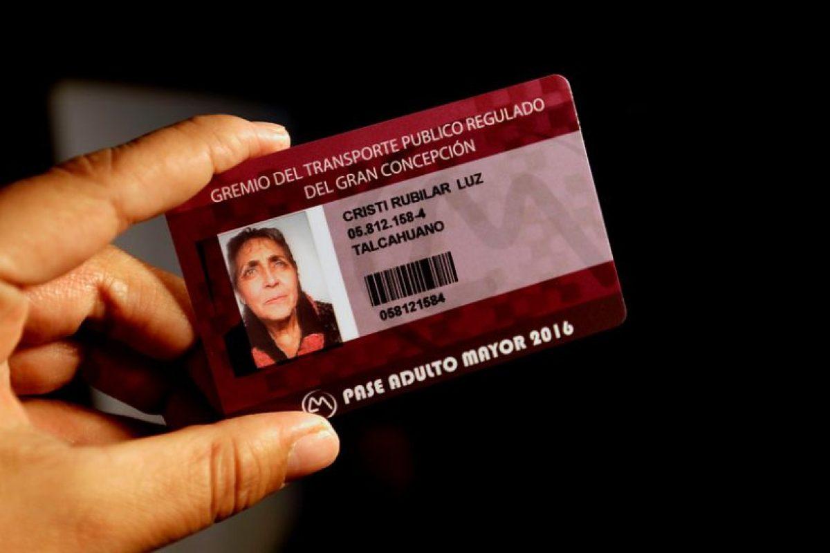 En Concepción ya es oficial y el 17 de Noviembre comenzó la entrega del Pase Adulto Mayor 2016, que tiene un costo de $3.500 para los mayores de 60 años y que los faculta a pagar una tarifa diferenciada de $280. Foto:Agencia UNO / Archivo. Imagen Por: