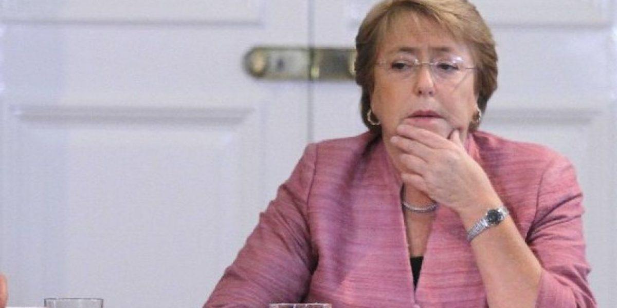 Cadem: Bachelet sufre nueva baja en su aprobación presidencial