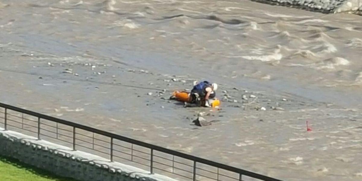 Hallan cuerpo sin vida de mujer en pleno río Mapocho