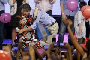 """4. """"Lo que pasó estos meses en la Argentina es inédito, todo tiene carácter de hazaña. Los argentinos han hecho posible lo imposible"""", manifestó Macri en su cuenta de Twitter. Foto:AP. Imagen Por:"""