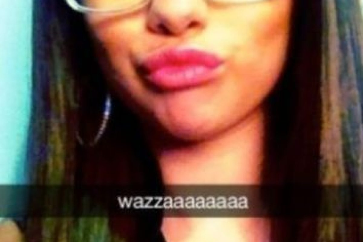 Selena Gómez: la cantante comparte divertidos selfies en esta red social. Foto:Vía celebsnapchats.com. Imagen Por: