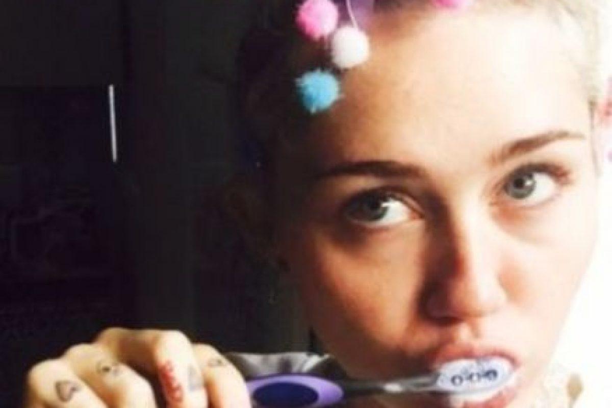 Miley Cyrus: la cantante también llevó sus excentricidades a esta app. Foto:Vía instagram.com/mileycyrus. Imagen Por: