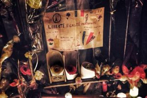 Velas, flores y cartas lamentan su pérdida Foto:Vía Instagram. Imagen Por: