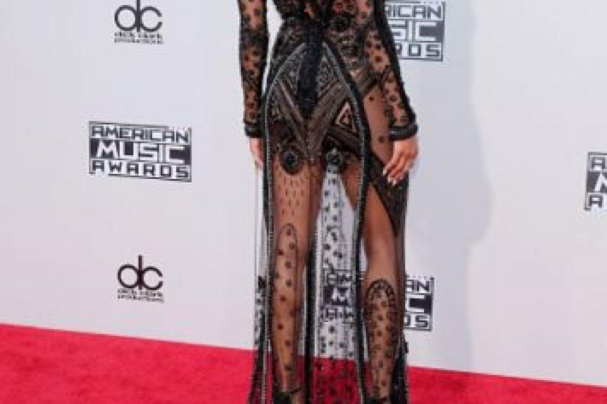 La cantante Ciara lució este vestido con encaje que dejó ver sus sensuales curvas. Foto:Getty Images. Imagen Por: