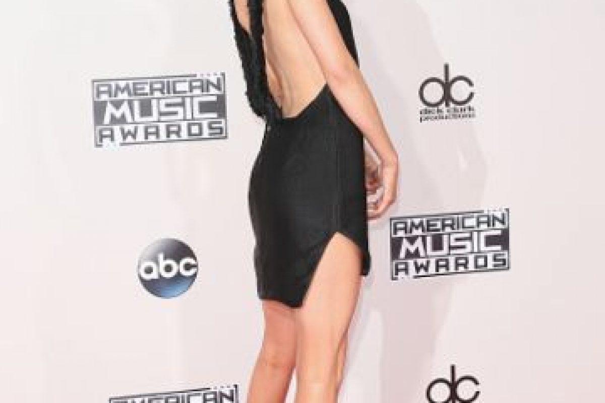 Kendall Jenner también luce un escote en la espalda. Foto:Getty Images. Imagen Por: