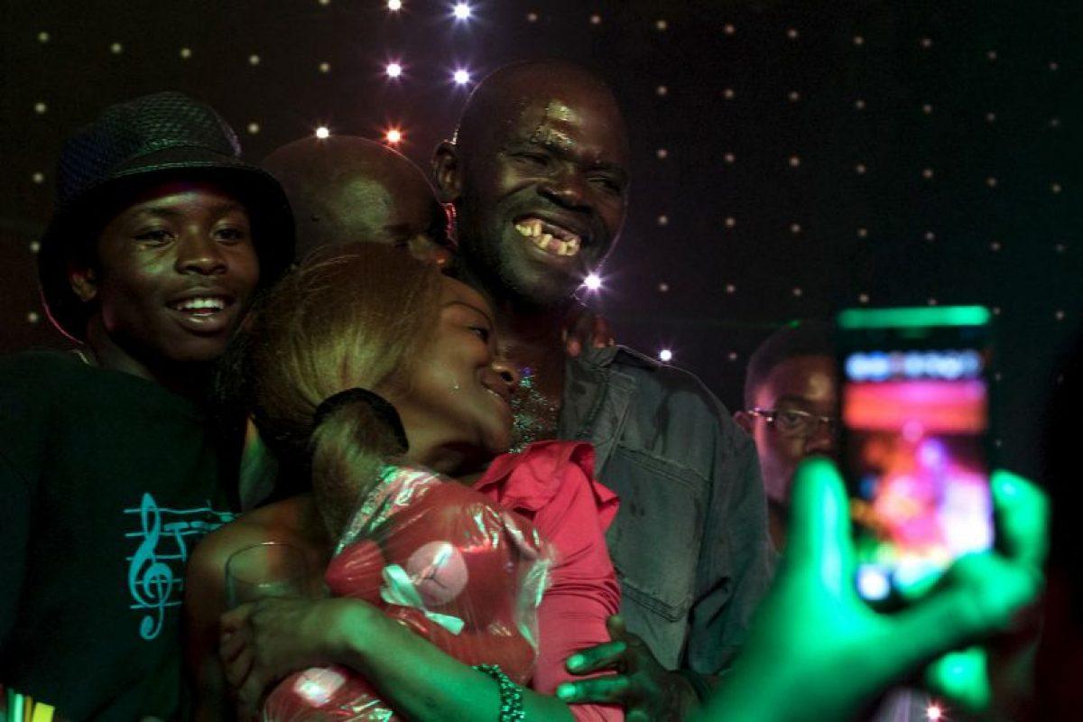 """""""¿Acaso debemos perder nuestros dientes para ganar? Esto es trampa"""", alegó otro concursante. Foto:AFP. Imagen Por:"""