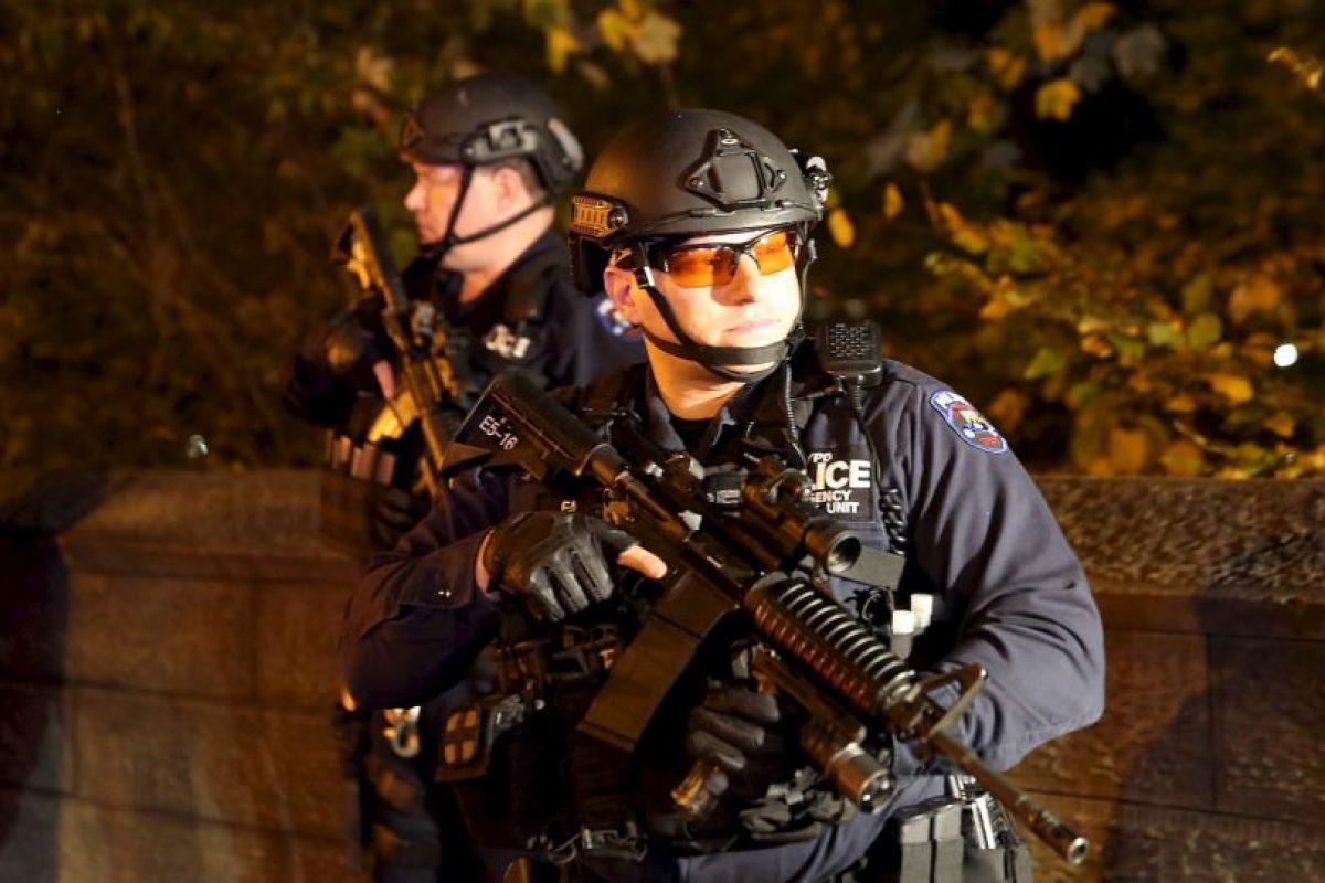 3. La Oficina de Seguridad Nacional Contra el Terrorismo del Reino Unido (NACTSO, por sus iniciales en inglés) indicó a ese medio que lo mejor es correr y esconderse detrás de ladrillos o pardes reforzadas. Foto:Getty Images. Imagen Por: