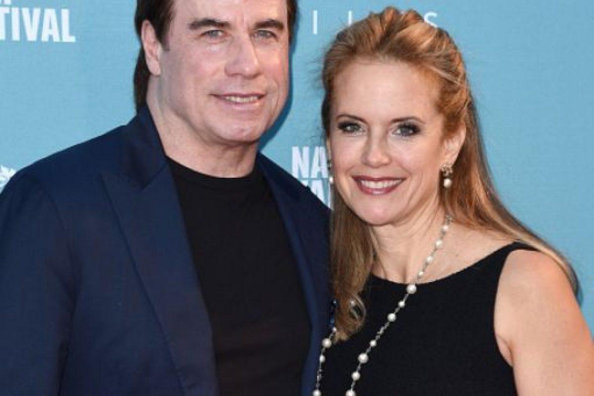 Se ha dicho por años que Kelly Preston ha sido engañada muchas veces por John Travolta con varios hombres. Foto:vía Getty Images. Imagen Por: