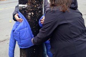 """""""No estoy perdido, si tú te encuentras fuera en el frío, por favor tómame para mantenerte abrigado"""". Foto:Vía Facebook/tara.smithatkins. Imagen Por:"""