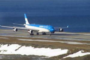 En agosto un Airbus A340 de Aerolíneas Argentinas protagonizó un espectacular aterrizaje. Foto:Vía Youtube. Imagen Por: