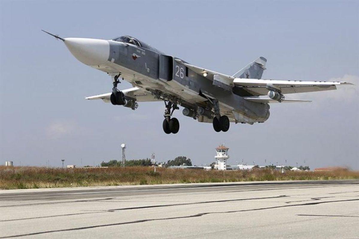 Foto de archico del despege de un bombardero Su-24. Uno de estos aviones fue derribado ayer por un F-16 turco. Foto:Efe. Imagen Por: