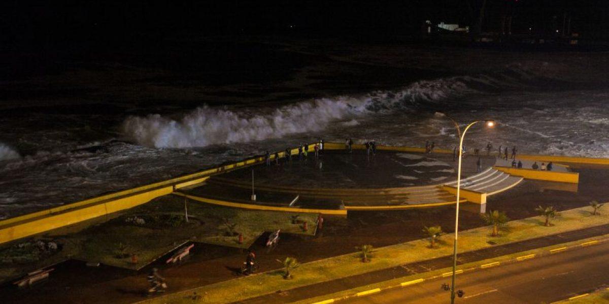 Olas de hasta cinco metros: pronostican marejadas en costas de Chile