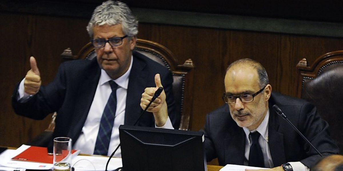 Gobierno y parlamentarios oficialistas  acuerdan subir de 4 a 4,1% el reajuste fiscal