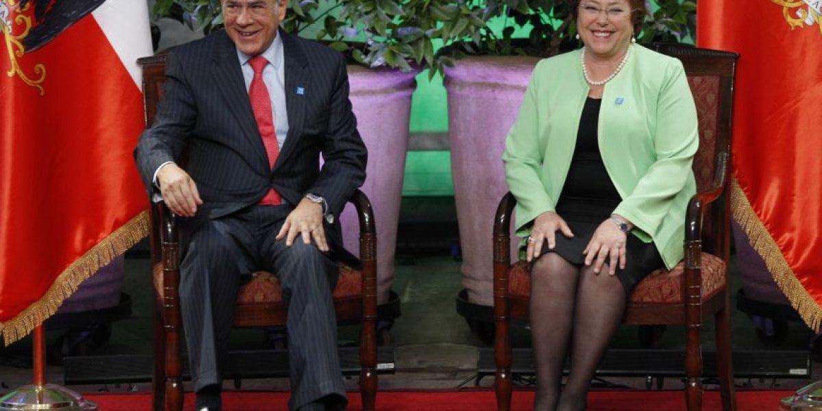 Presidenta Bachelet condecoró al secretario general de la Ocde
