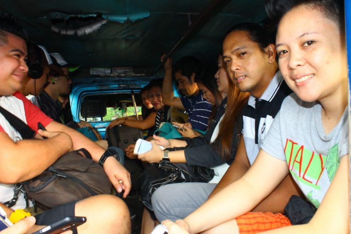 """Filipinos dentro de un """"Jeepney"""" Foto:Jaime Liencura / Publimetro. Imagen Por:"""