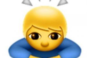 9- No se trata de un santo o un niño iluminado; en realidad es de origen japonés para expresar una sincera disculpa o pedir un gran favor. Foto:vía emojipedia.org. Imagen Por: