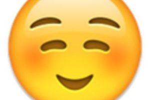 6- No es un rostro de pena o vergüenza, simplemente es una sonrisa. Foto:vía emojipedia.org. Imagen Por: