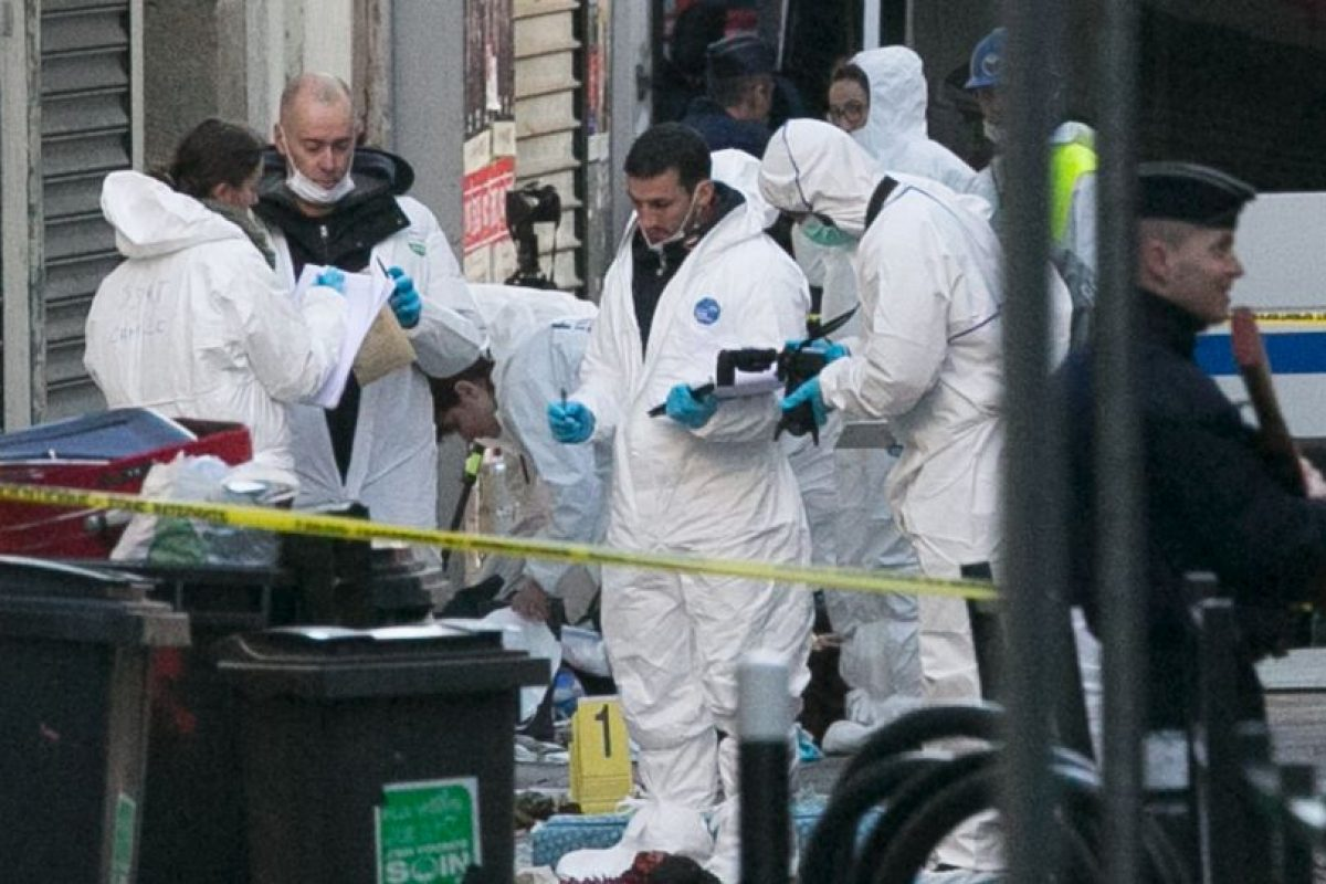 Equipos especiales llegaron al lugar para investigar. Foto:Getty Images. Imagen Por: