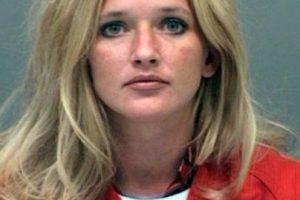 Carrie McCandless, fue acusada de tener contacto sexual con una estudiante de 17 años de edad durante un campamento escolar. Foto:Jefferson County Jail. Imagen Por: