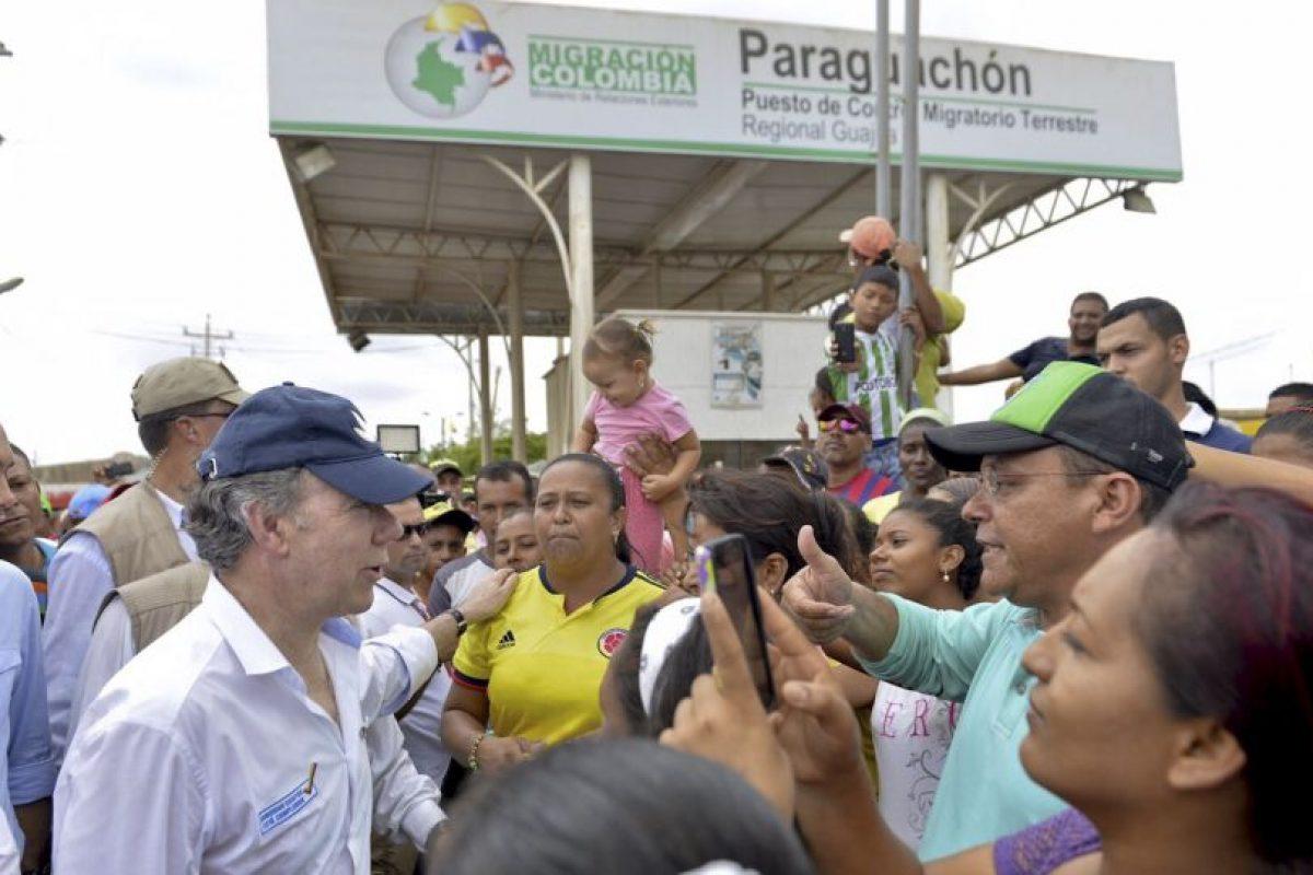Tanto el presidente colombiano, Juan Manuel Santos, como Maduro, se reunieron para acordar una solución. Foto:AFP. Imagen Por: