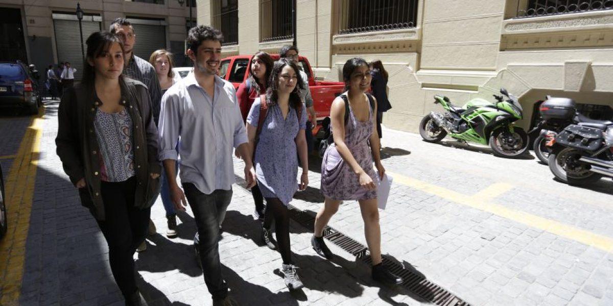 Confech entrega carta al Mineduc para exigir que se cumplan plazos de reforma a educación superior