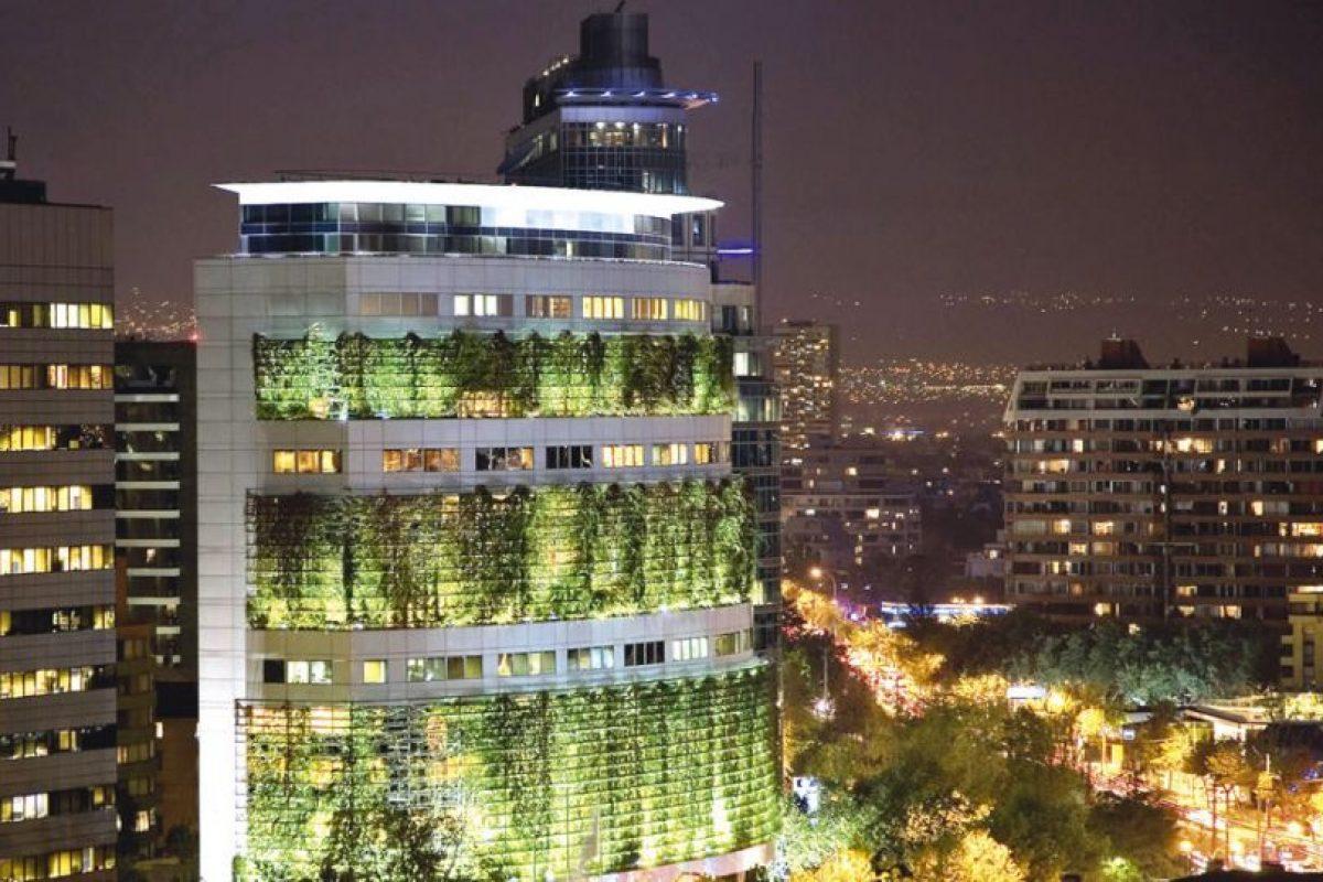 Vista nocturna Edificio Consorcio. Imagen Por: