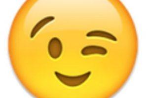 Rostro con guiñando un ojo. Foto:vía emojipedia.org. Imagen Por: