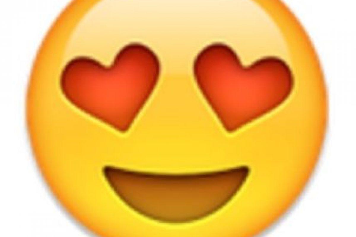 Ojos de corazón. Foto:vía emojipedia.org. Imagen Por: