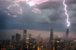 Según Daniel Cecil, miembro del Centro Global de Hidrología y Clima de la NASA, los resultados tienen sentido pues la Tierra absorbe la luz del sol y calienta más rápido el agua, lo que genera inestabilidad atmosférica que provoca relámpagos, comunicó a la página web de la NASA. Foto:Getty Images. Imagen Por: