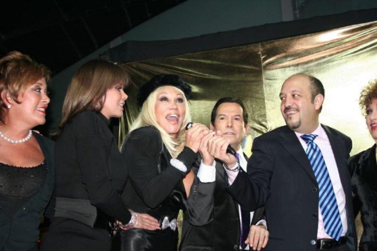 """Cantó una canción con el famoso dúo boliviano """"Azul Azul"""" (los de """"Bomba"""", ¿se acuerdan?). Foto:vía Facebook/Laura León """"La Tesorito"""". Imagen Por:"""