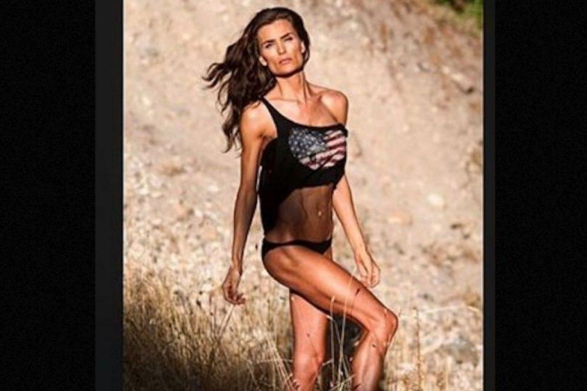 Además de dar clases en la North Sanpete Middle School, se dedica al modelaje y comparte sus sesiones de ejercicio en el gimnasio. Foto:Vía Instagram.com/minscakes. Imagen Por: