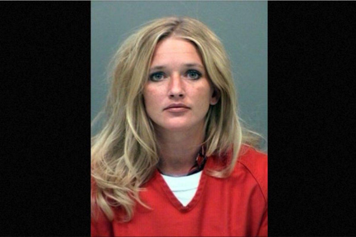 Carrie McCandless fue acusada de tener contacto sexual con una estudiante de 17 años de edad durante un campamento escolar. Foto:Vía Jefferson County Jail. Imagen Por: