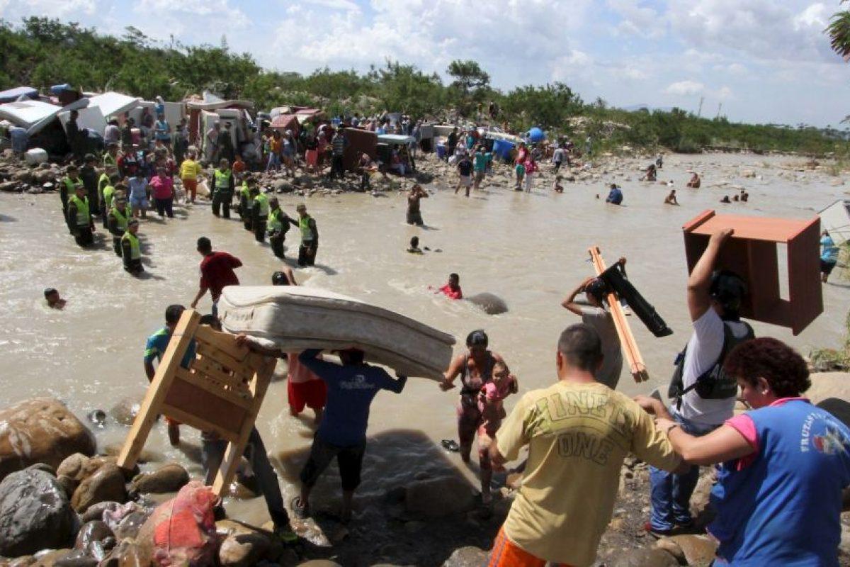 """Desde el 21 de agosto pasado, Nicolás Maduro ordenó el cierre de frontera y estado de excepción en el estado fronterizo de Táchira, en donde tres soldados venezolanos fueron atacados """"de manera paramilitar"""", de acuerdo a la explicación del sucesor de Hugo Chávez. Foto:AFP. Imagen Por:"""