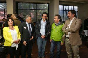 La subsecretaria de Energía, el alcalde Coyhaique, el ministro Badenier, el diputado Iván Arenas y el intendente de la región de Aysén Foto:GENTILEZA. Imagen Por: