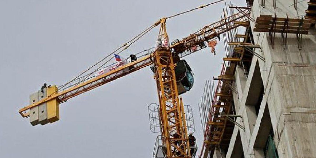Sujeto amenazó con lanzarse desde 30 metros de altura en Providencia