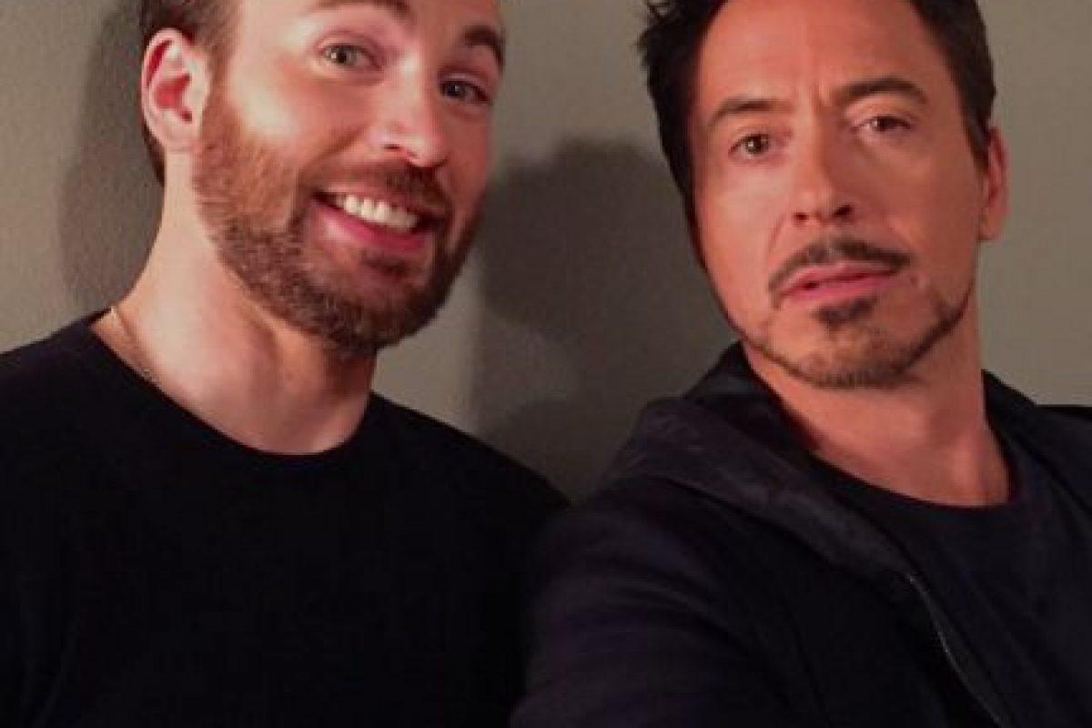 Chris Evans y Robert Downey Jr., visitaron el programa de Jimmy Kimmel la noche de ayer. Foto:vía twitter.com/jimmykimmel. Imagen Por: