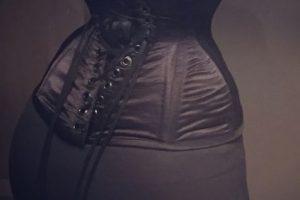 Ahora quiso reducir su cintura para tenerla de 14 pulgadas ( 35 centímetros). Foto:vía Facebook/Pixee Fox. Imagen Por: