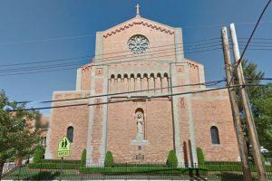 Los religiosos de la iglesia agradecen que la madre haya tenido el cuidado de dejarlo en el interior. Foto:Vía Google Maps. Imagen Por: