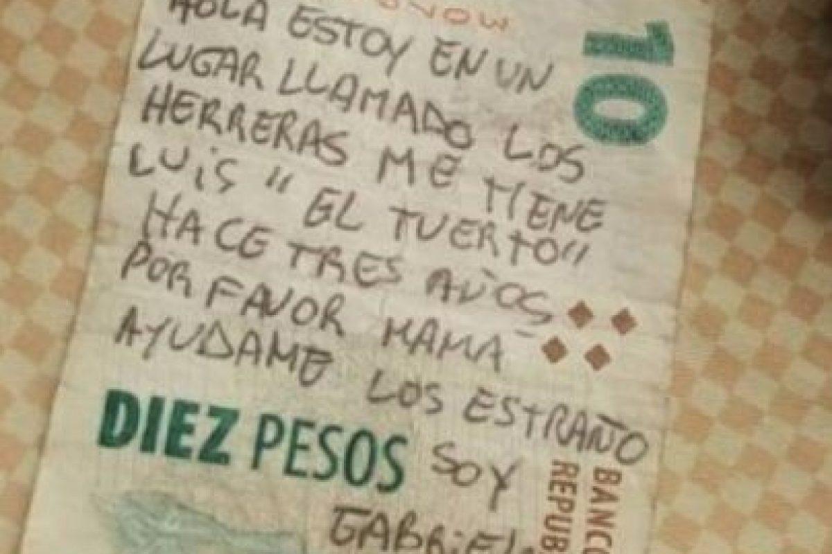 """1. """"Mamá, ayúdame"""": Petición de rescate escrita en billete es falsa Foto:Vía Twitter. Imagen Por:"""
