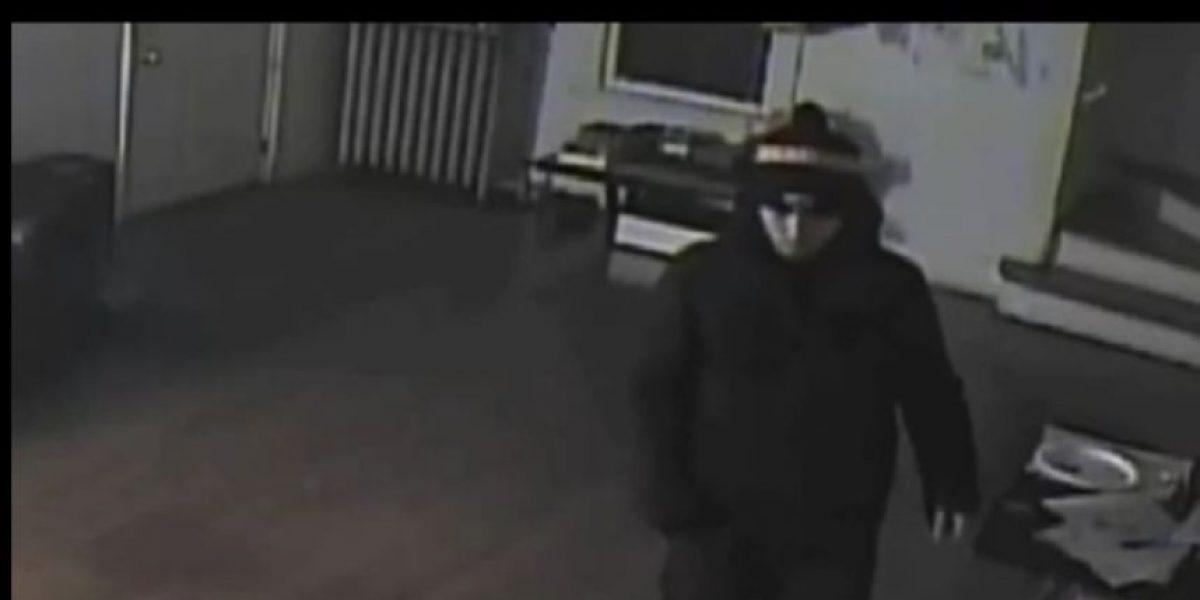Video: Hombre roba a una familia mientras duerme
