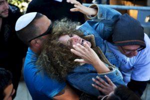 Madre de un joven israelí de 18 años que fue asesinado a cuchillazos en un enfrentamiento con palestinos. Foto:AFP. Imagen Por: