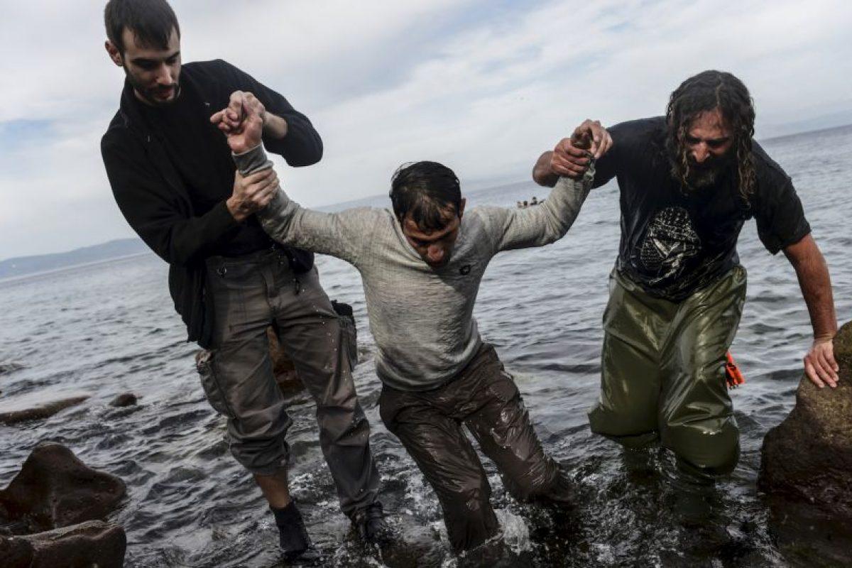 Migrante al llegar a la isla griega Lesbos. Foto:AFP. Imagen Por:
