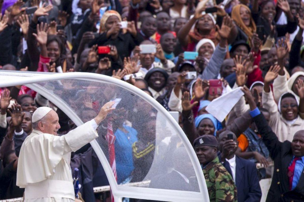 El papa Francisco a su llegada a Kenia. Foto:AFP. Imagen Por: