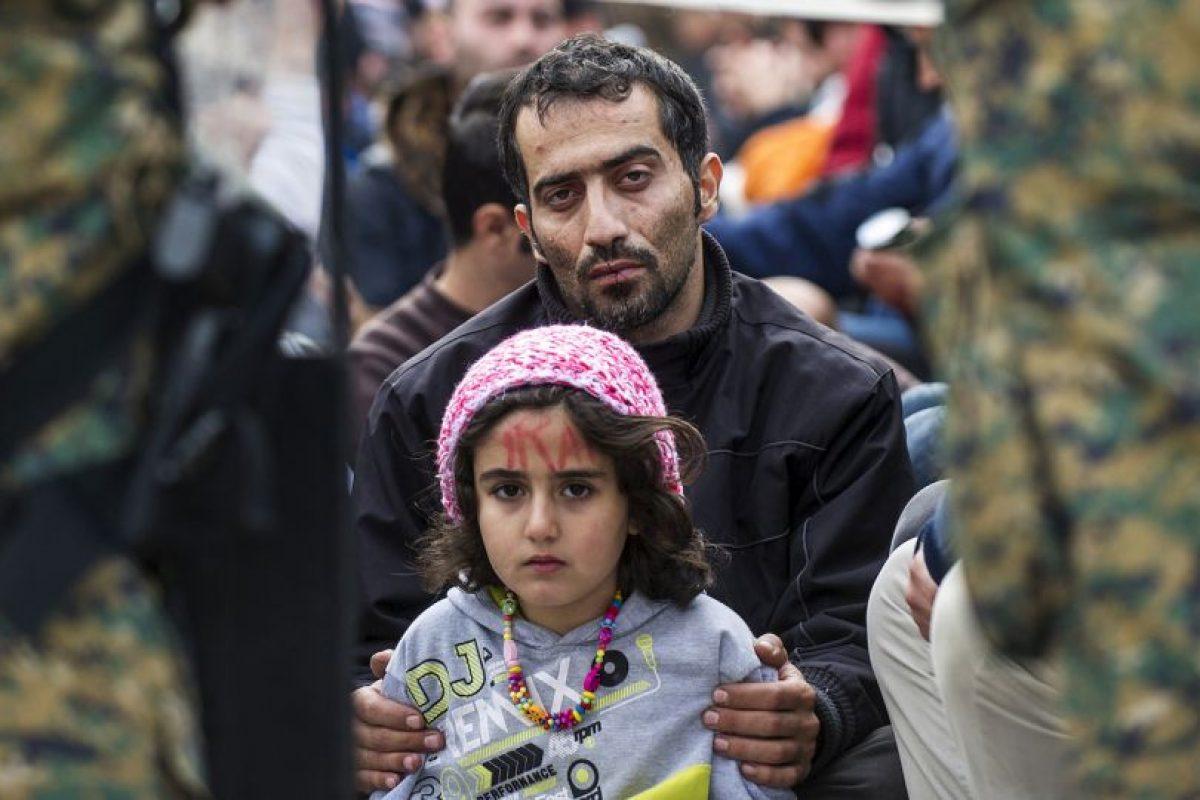 Iraníes protestan para que les permitan a migrantes y refugiados cruzar la frontera de Grecia y Macedonia. Foto:AFP. Imagen Por: