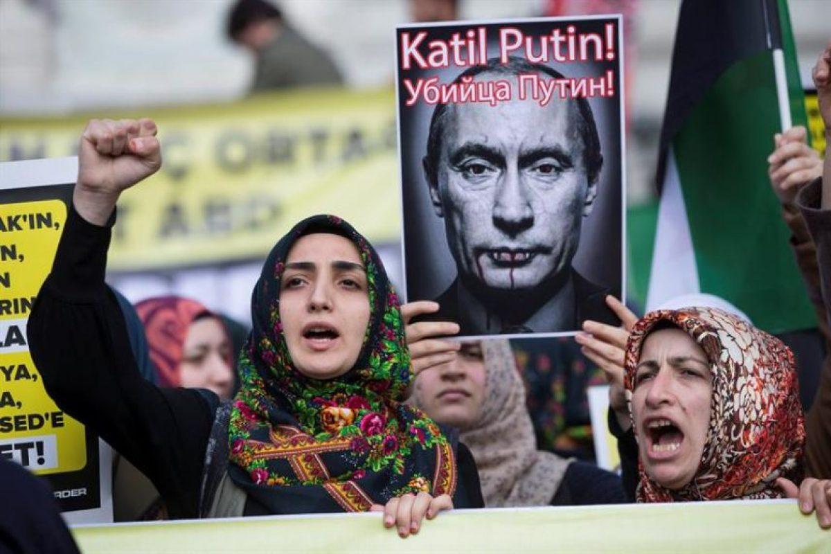 En distintas ciudades turcas se han realizado manifestaciones contra Rusia y su líder. Foto:EFE. Imagen Por: