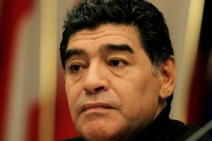 Maradona no puede llevar una vida tranquila. Foto:Getty Images. Imagen Por: