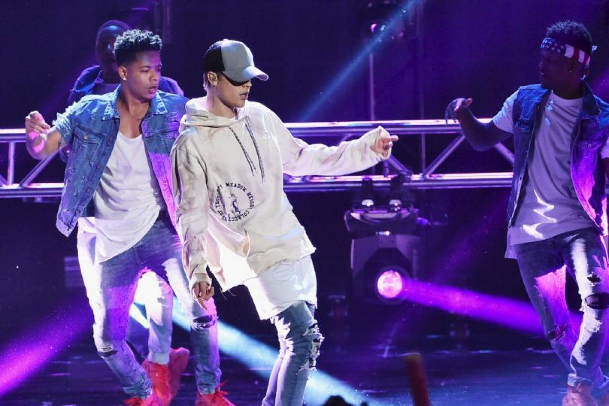 """""""Shawn revisé la música y estoy orgulloso. Feliz de ver a otro chico de Canadá teniendo éxito #loscanadienseslohacenmejor"""". Foto:Getty Images. Imagen Por:"""