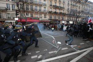 """Se realizaron al grito de """"Estado de emergencia, estado policial. No nos quitarán el derecho a manifestar"""". Foto:AFP. Imagen Por:"""