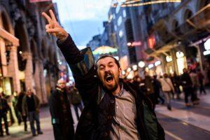 Las protestas terminaron en enfrentamientos con la policía Foto: AFP. Imagen Por: